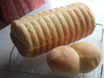 ラウンドパンとピストーレ